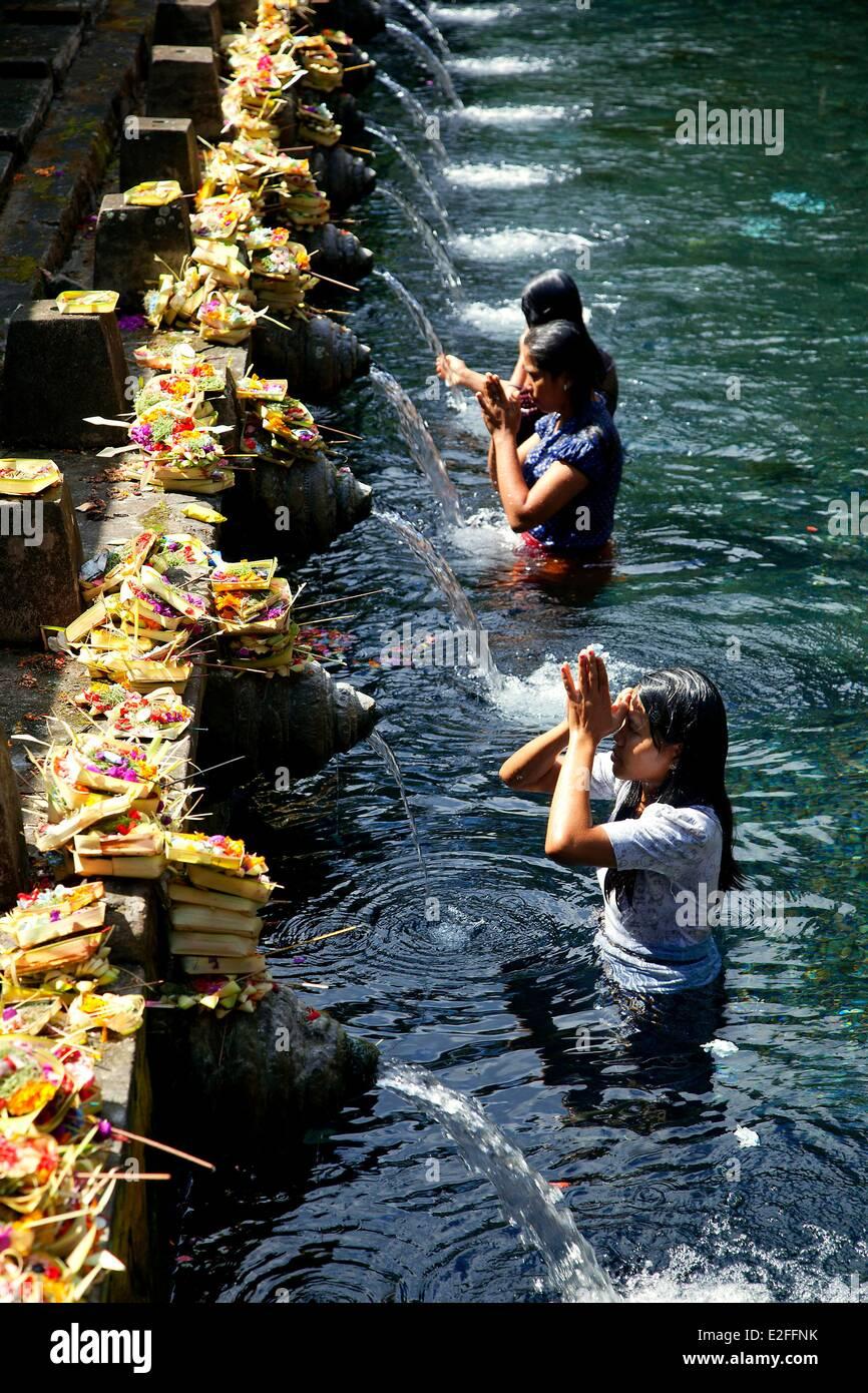 Indonesia, Bali, near Ubud, Pura Tirta Empul Temple, bath in Tampaksiring sacred spring - Stock Image