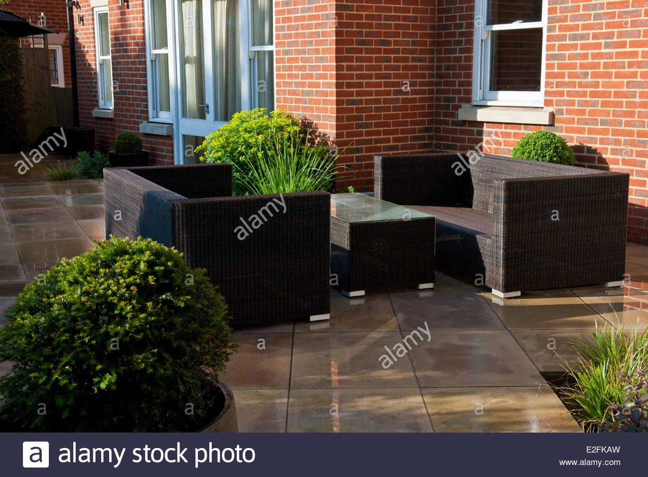 private garden Hampshire design designer landscaping modern contemporary Graduate Landscapes sun sunny view stone - Stock Image
