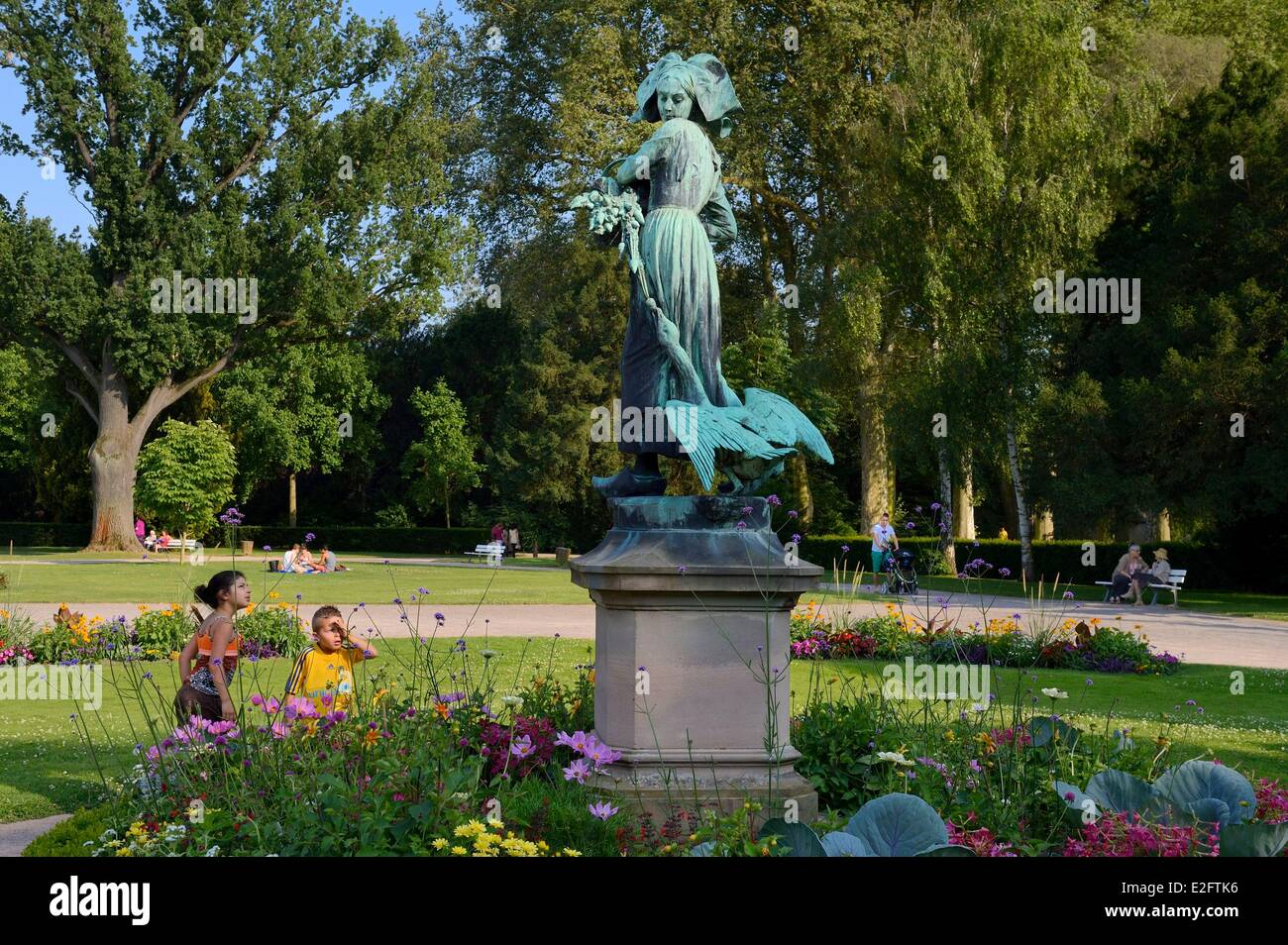 France Bas Rhin Strasbourg Parc de l'Orangerie (Orangery Park) bronze statue of Ganseliesel (Elisabeth accompanied - Stock Image