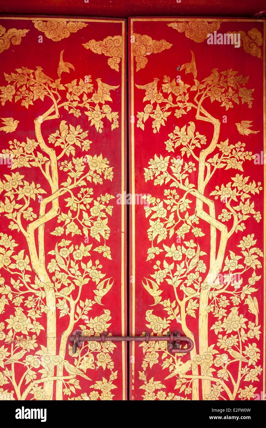 Thailand Bangkok Royal Palace founded in the late 18th century by Rama I detail of a door painted and gilded with - Stock Image