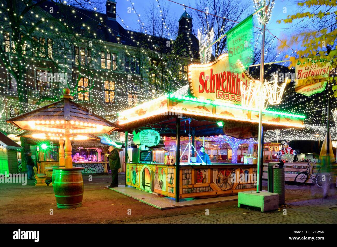 netherlands amsterdam damrak avenue christmas markets and bijenkorf stock image