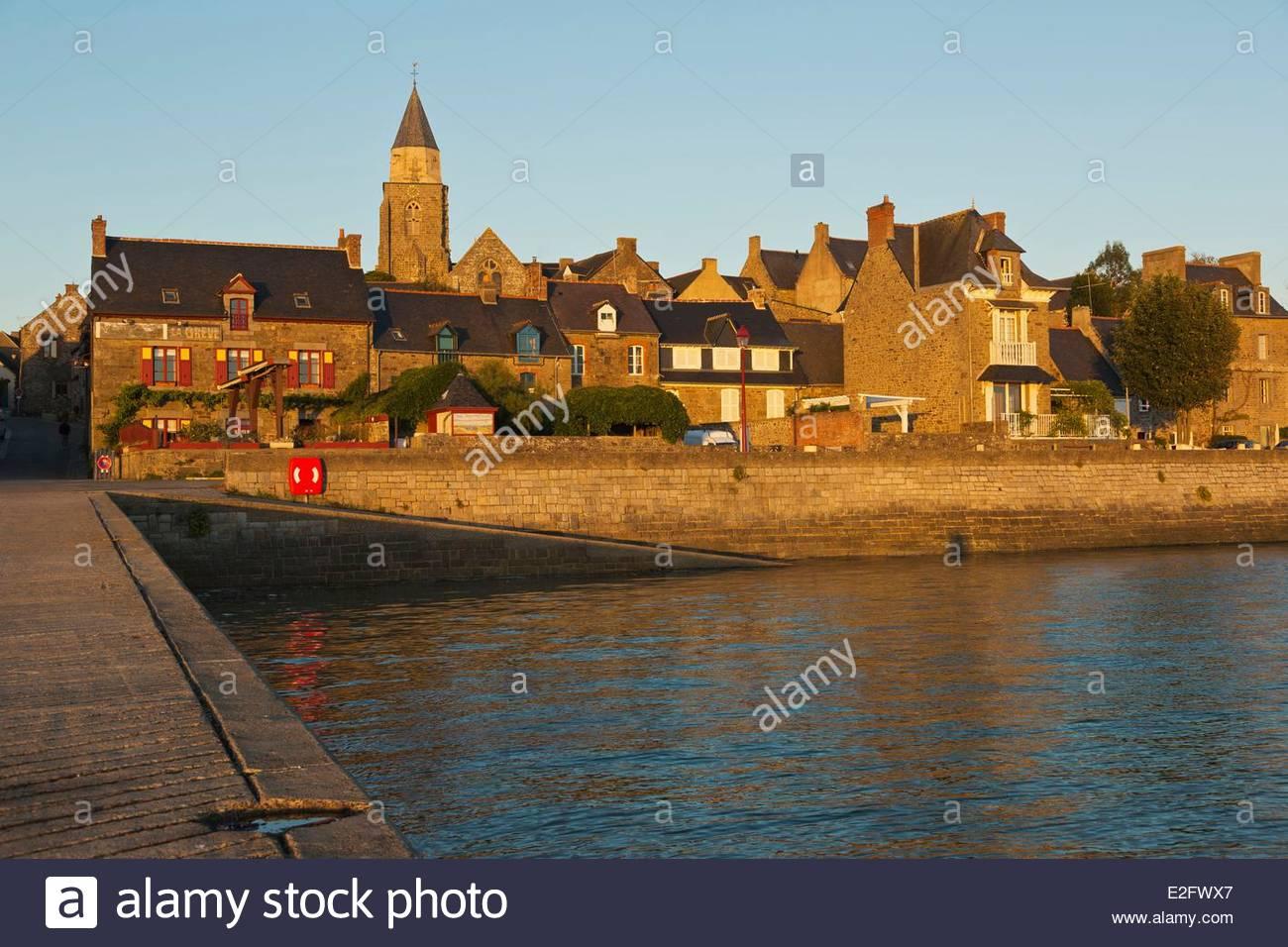 France Ille et Vilaine Cote d'Emeraude (Emerald Coast) Rance Valley Saint Suliac labelled Les Plus Beaux Villages Stock Photo