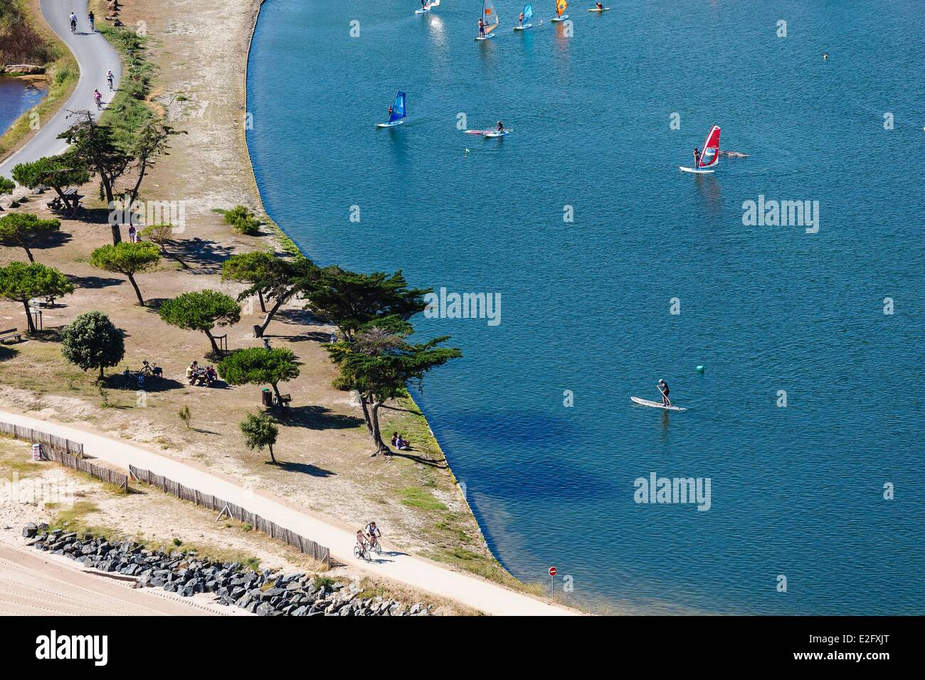 France Charente Maritime Ile de Re La Couarde sur Mer summer leisures bike picnic windsuf and paddle (aerial view) - Stock Image