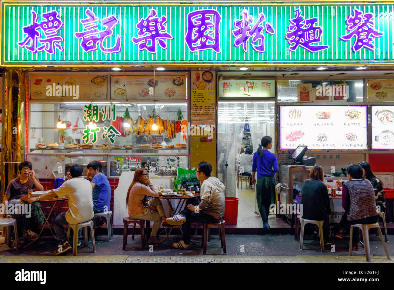 China Hong Kong Kowloon District District of Mongkok Ladies Market consumers in a terrace of night restaurant - Stock Image