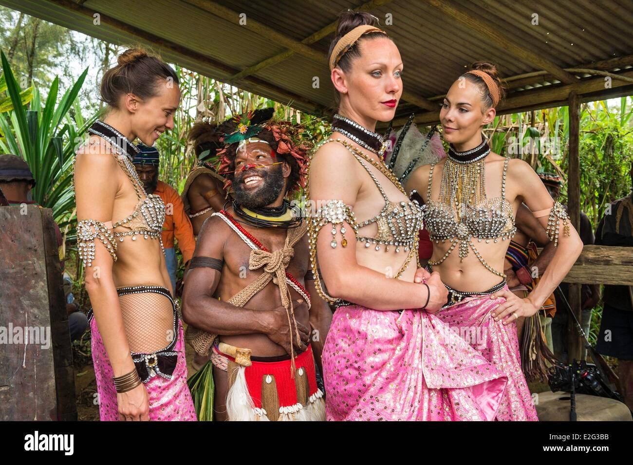 Papua New Guinea Highands Hela province Tari region Hulis tribe Kobe Tumbiali village Julie Bruyere Zara Deane and - Stock Image