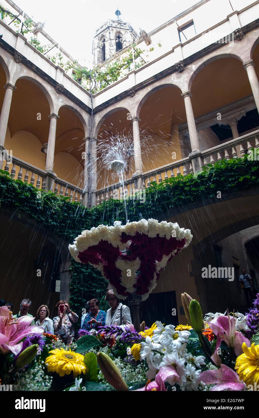 Barcelona, Catalonia, Spain. 19th June 2014. Arxiu de la Corona d'Aragó - Palau del Lloc Tinent The dancing - Stock Image