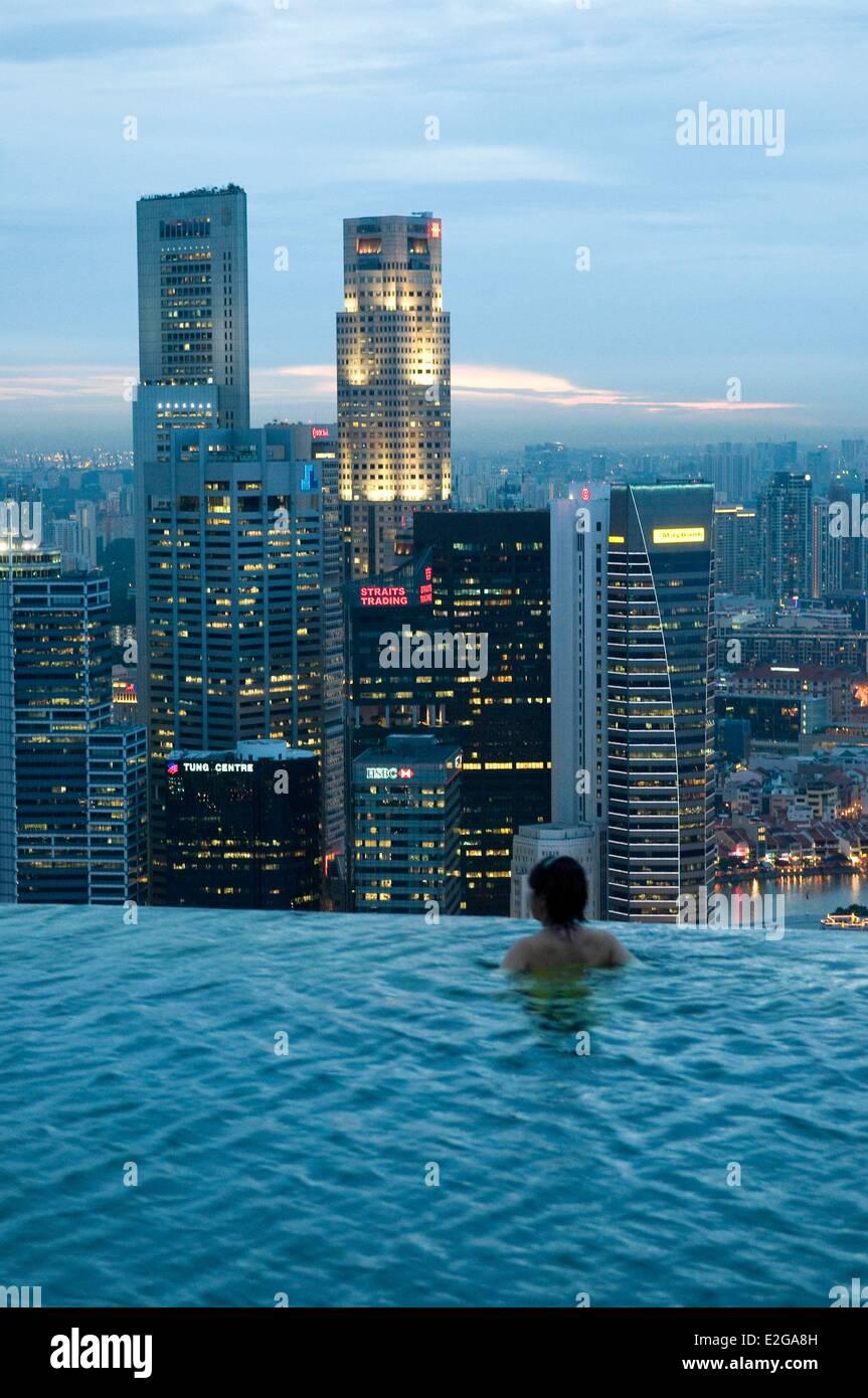 Singapore Marina Bay Marina Bay Sands opened in 2010 2600 hotel rooms designed by architect Moshe Safdie SkyPark - Stock Image