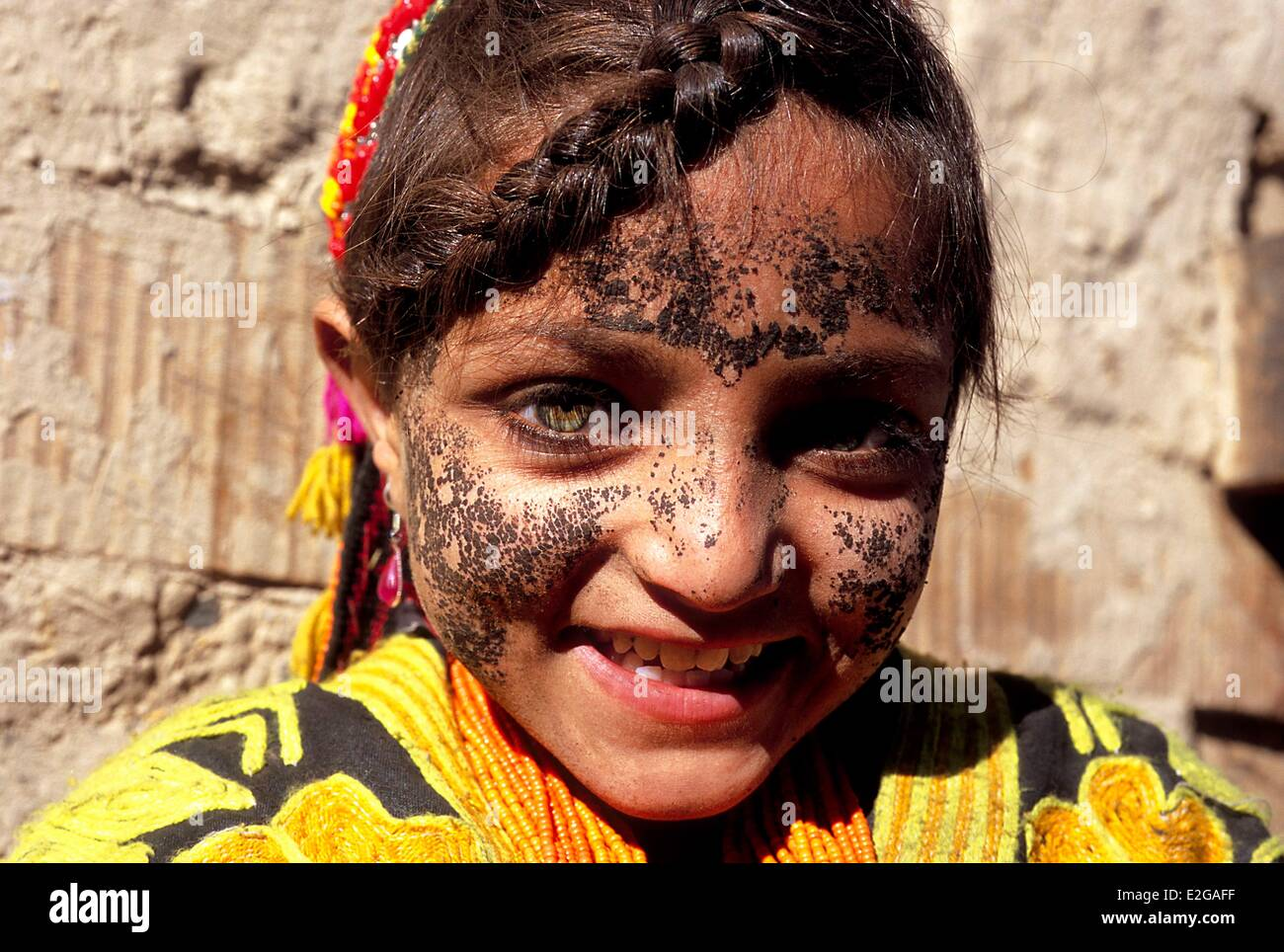 Pakistan Khyber Pakhtunkhwa Kalash valleys Bumburet valley little Kalash girl protecting her face from the cold - Stock Image