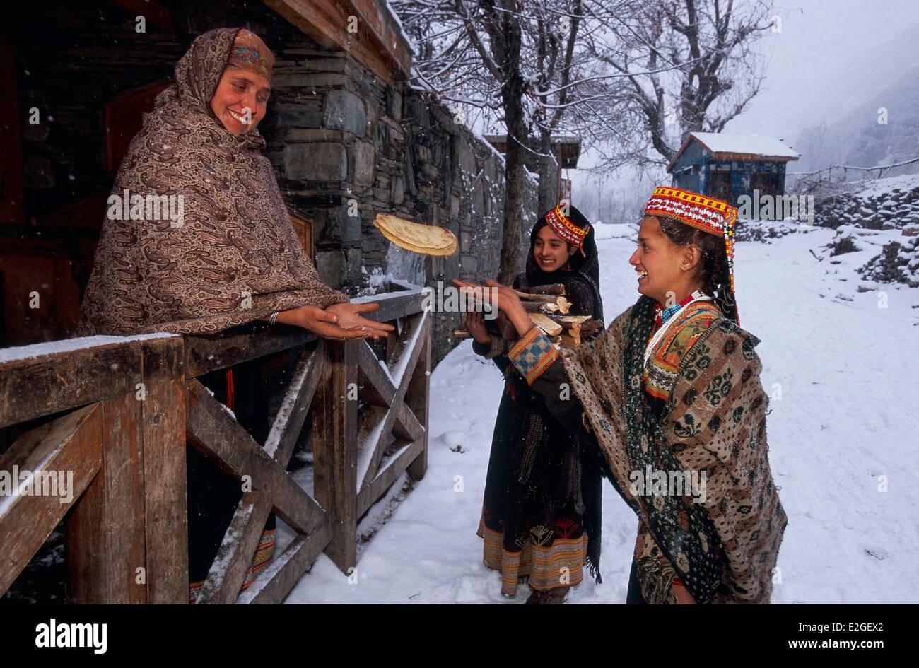 Pakistan Khyber Pakhtunkhwa Kalash valleys Bumburet valley Krakal village (2150m) young girl throwing bread pattie - Stock Image
