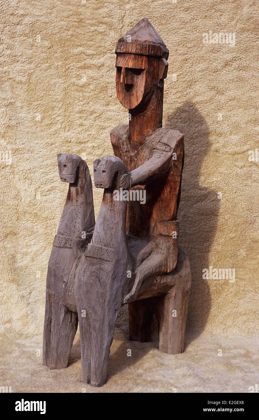 Pakistan Khyber Pakhtunkhwa Chitral district great Gandao honorary funeral statue representing a Kalash warrior - Stock Image