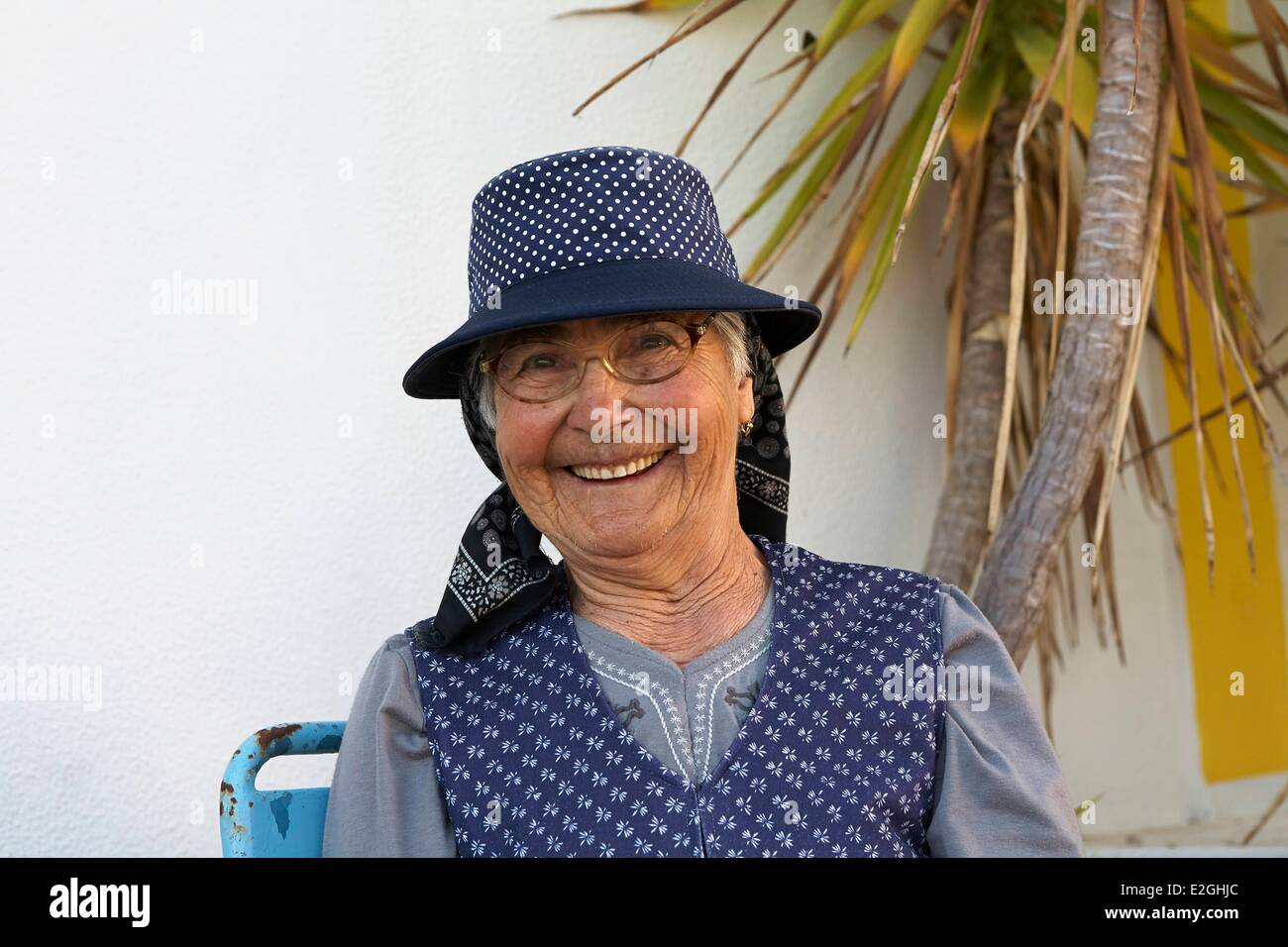 Portugal Algarve Furnazinhas Old lady in traditional dress Stock Photo