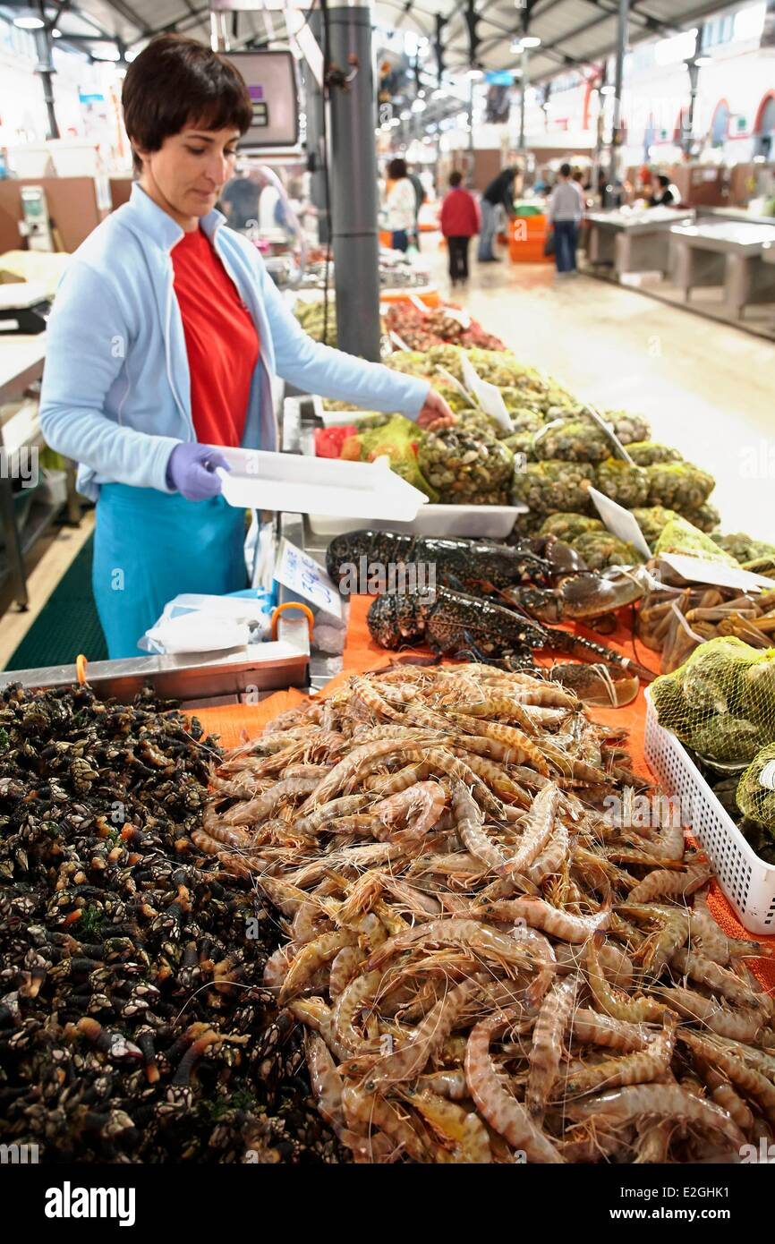 Portugal Algarve Faro district Loule a Saleswoman of Prawns and Goose neck barnacle (Pollicipes pollicipes) at market - Stock Image
