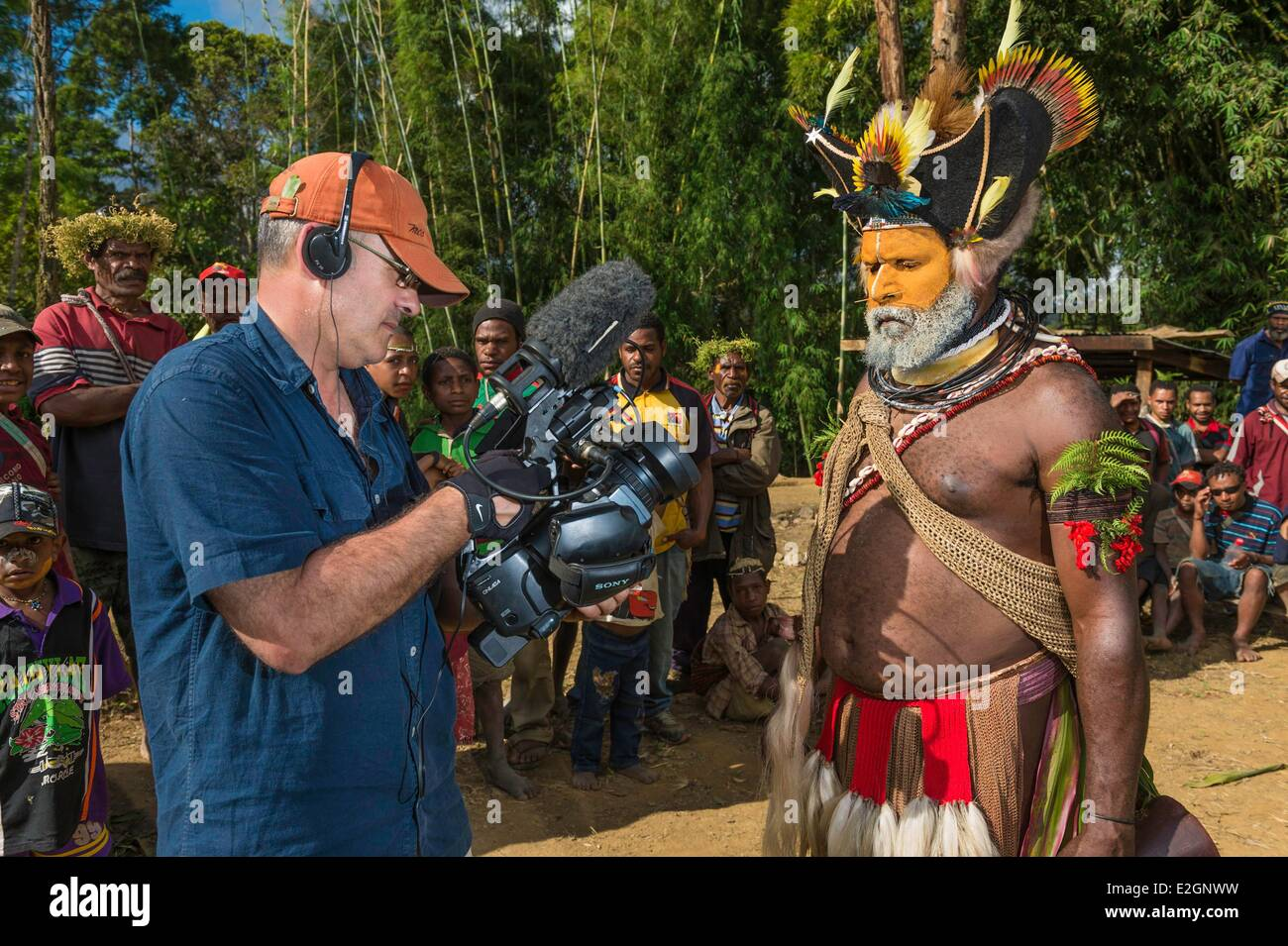 Papua New Guinea Southern Highlands Province Tari region Huli tribe village of Kobe Dumbiali shooting during a filming - Stock Image