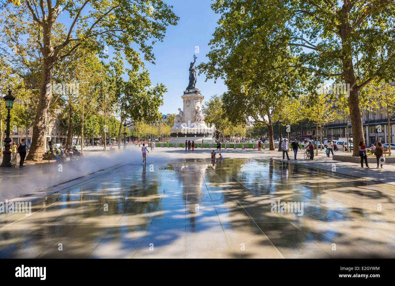 place de la republique stock photos place de la republique stock images alamy. Black Bedroom Furniture Sets. Home Design Ideas