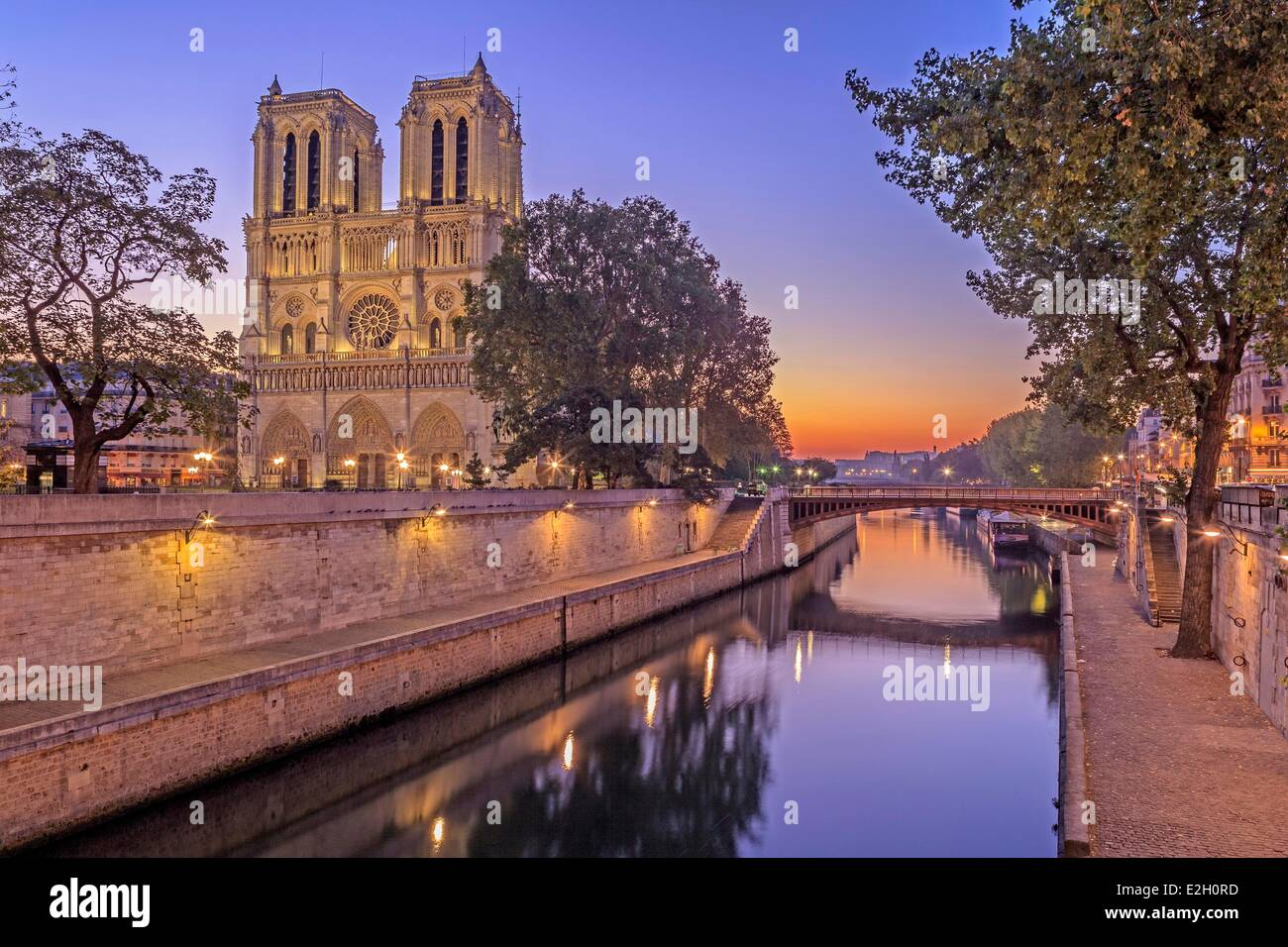 France Paris banks of Seine river listed as World Heritage by UNESCO Notre Dame cathedral on Ile de la Cite left - Stock Image