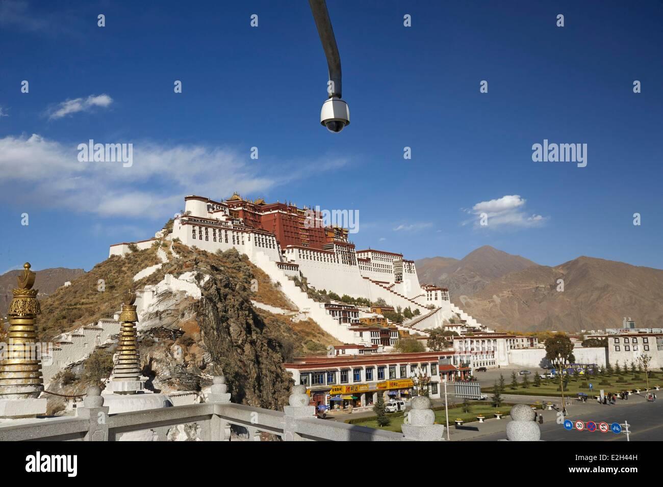 China Tibet Lhassa security camera close to Potala Palace - Stock Image