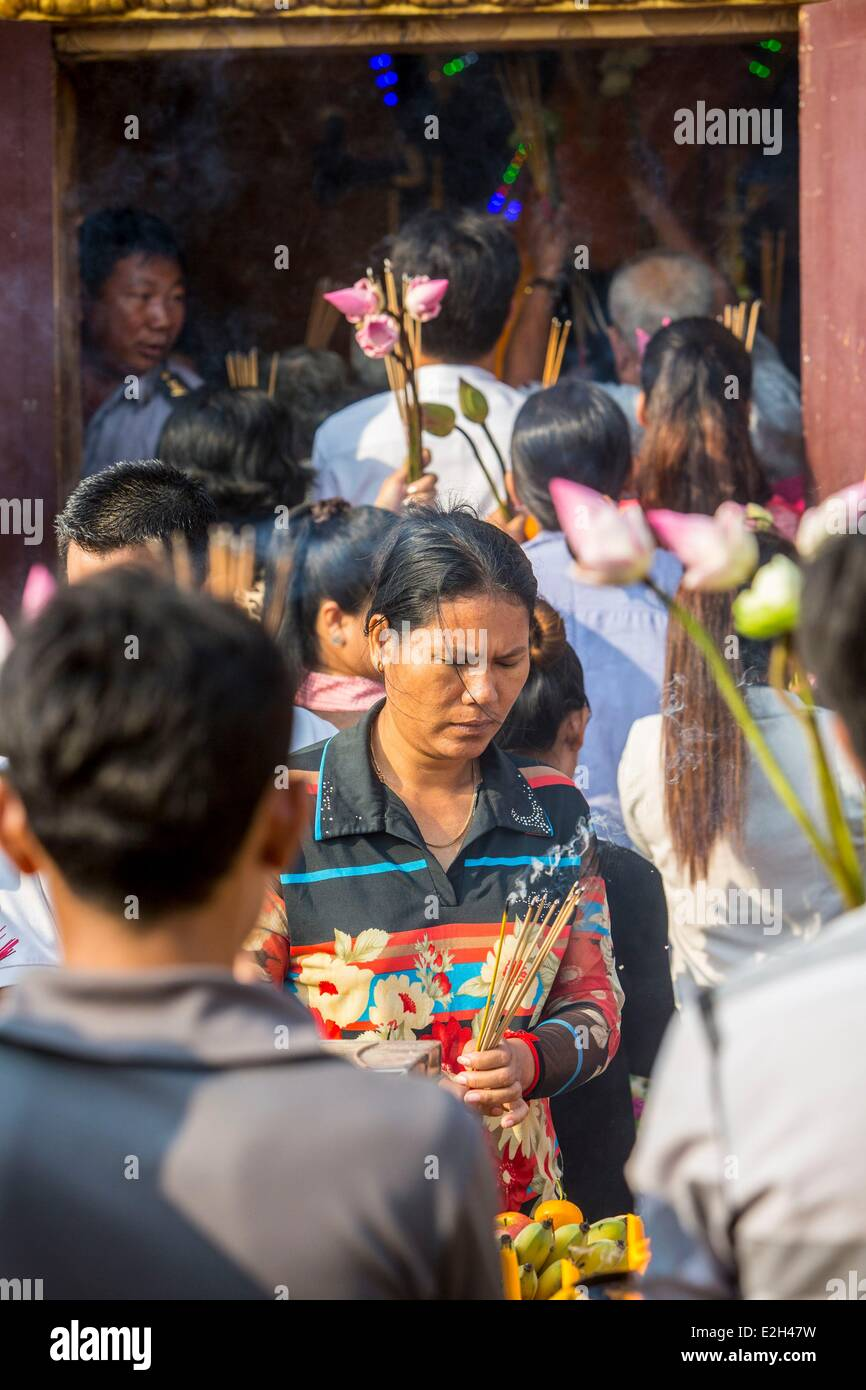 Cambodia Phnom Penh offering in a small temple opposite Royal Palace on Sisowath Quay - Stock Image