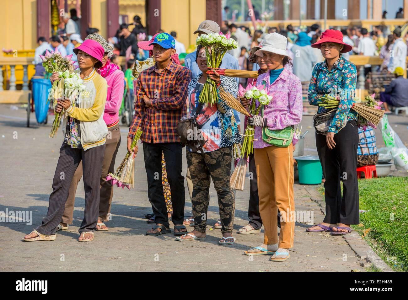 Cambodia Phnom Penh street vendors of Lotus for offerings - Stock Image