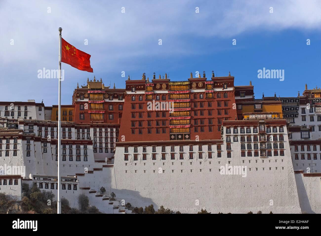 China Tibet Lhassa Potala palace and chinese flag - Stock Image