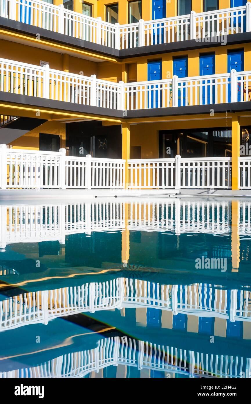 piscine molitor paris stock photos piscine molitor. Black Bedroom Furniture Sets. Home Design Ideas