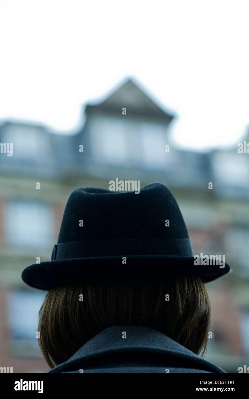 Woman wearing fedora, rear view - Stock Image