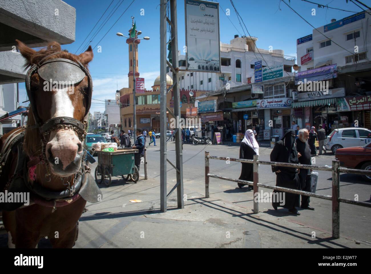 Street Scene near the Al Shifa Hospital, Gaza City, Palestine. - Stock Image