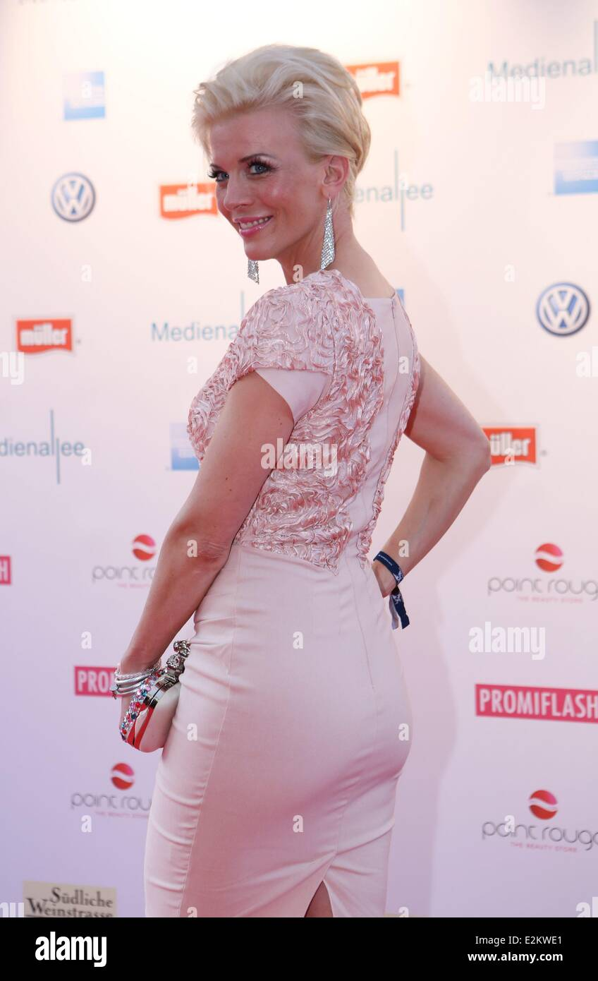 Cleavage Pictures Eva Habermann naked photo 2017