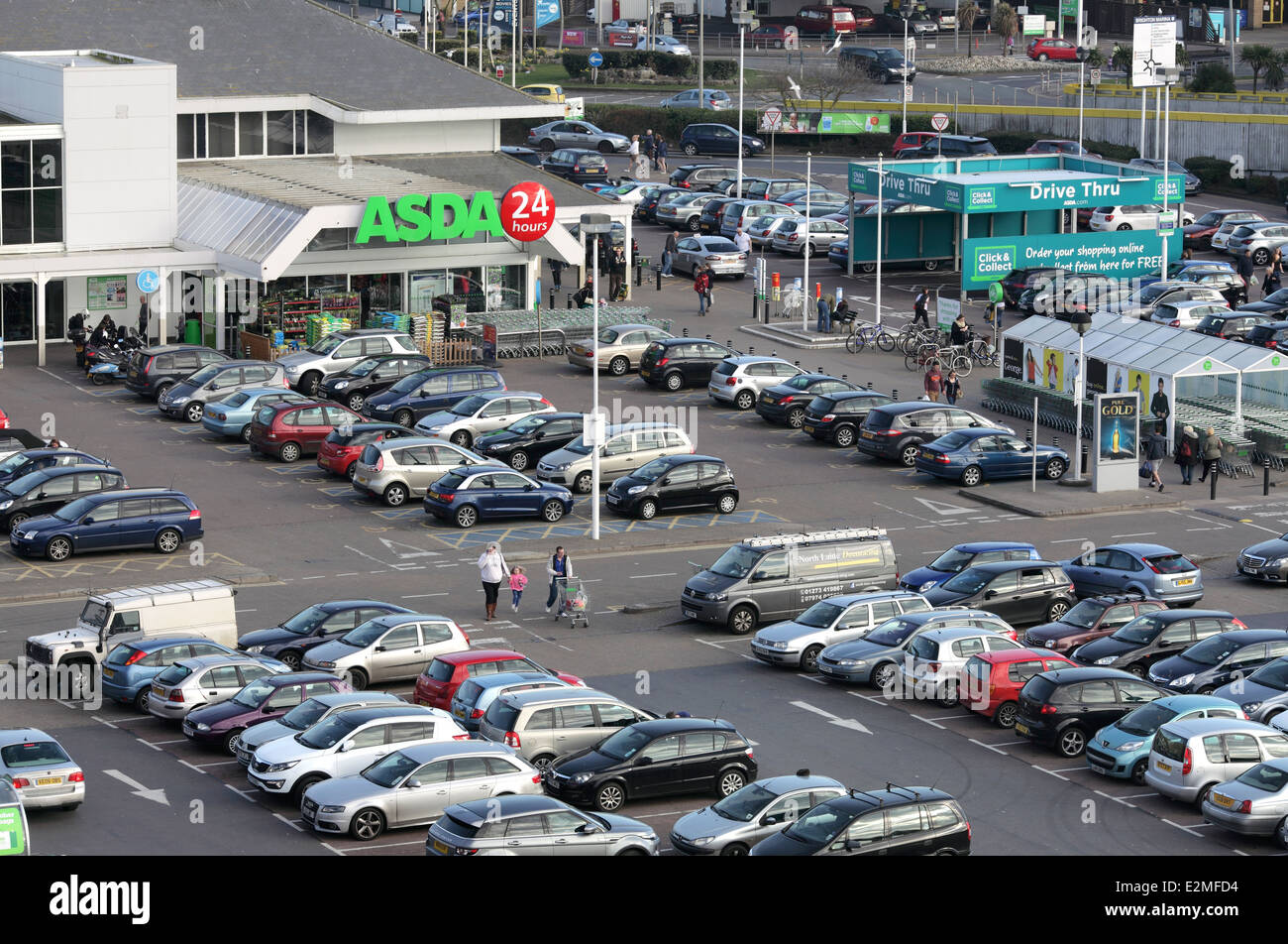 """The entrance to Asda supermarket, Brighton Marina. Drive Thru """"Click and Collect"""" area to the right. - Stock Image"""