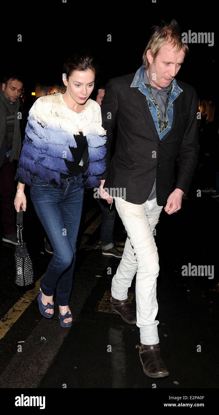Anna Friel and Rhys Ifans holding hands as they arrive at Bedford   Strand  bar Featuring 2bf3be83e