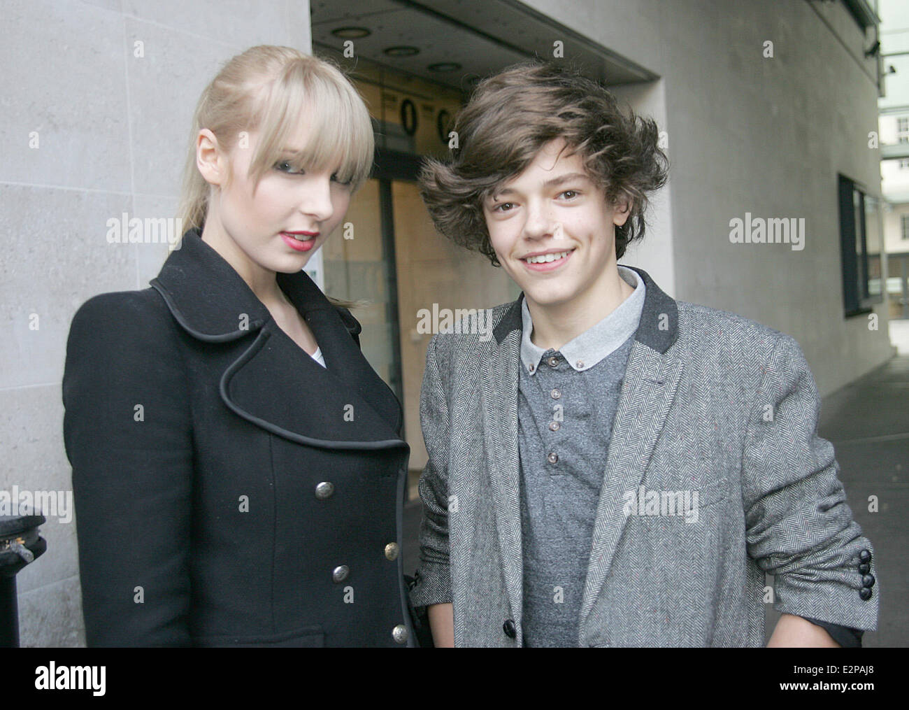 Jacob Skelton Aka Harry Styles And A Taylor Swift Lookalikes Make An