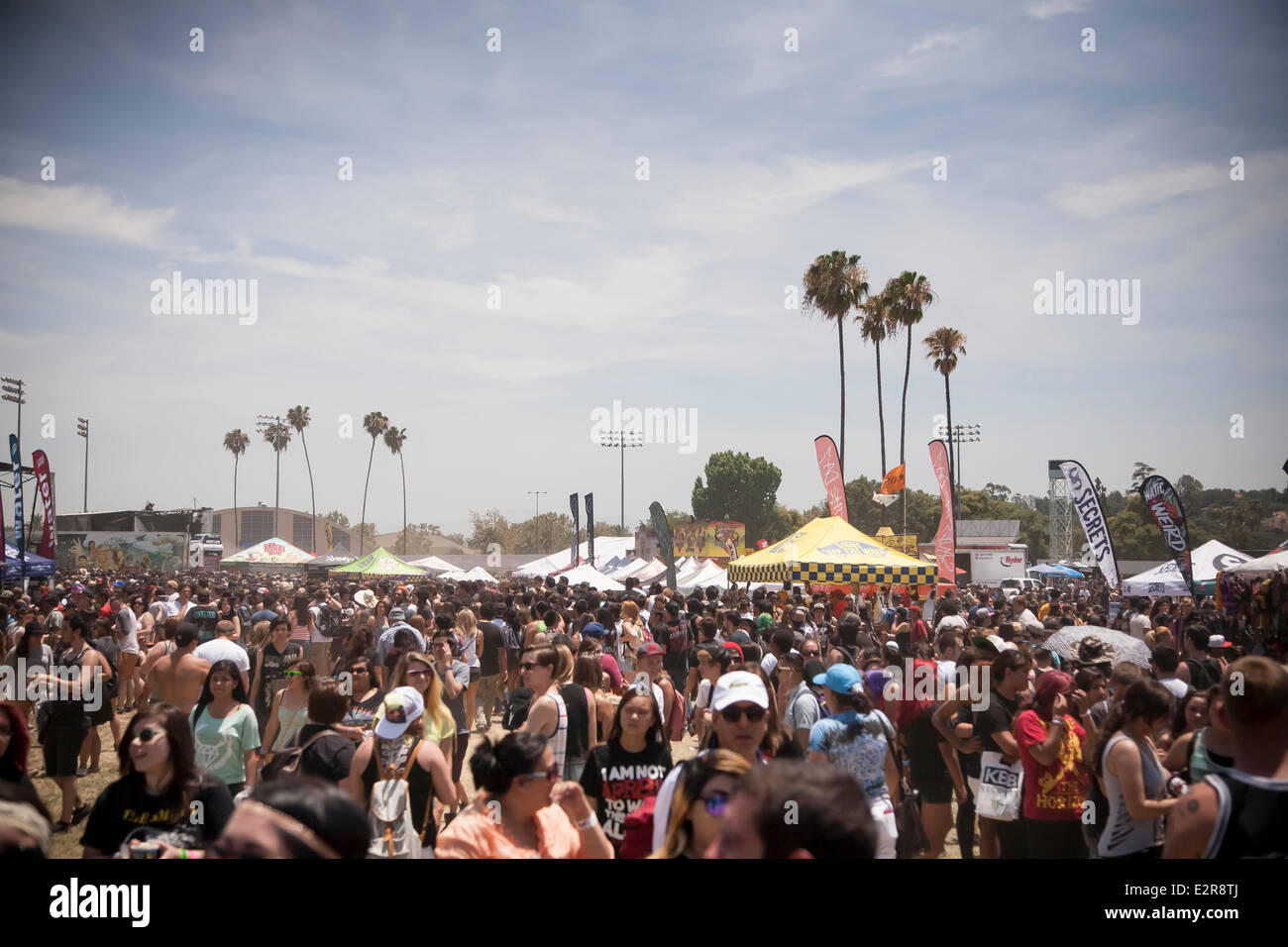 Pomona, CA, USA. 20th June, 2014. The crowd endures heat, sun, and dust at the Vans Warped Tour. Thousands of young - Stock Image