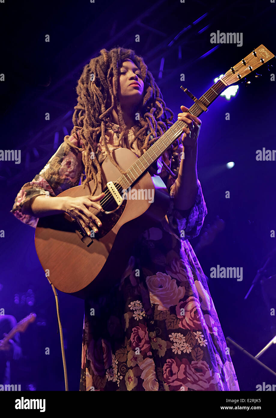 Valerie June performs live on stage at the Liverpool O2 Academy  Featuring: Valerie June Where: Liverpool, United - Stock Image