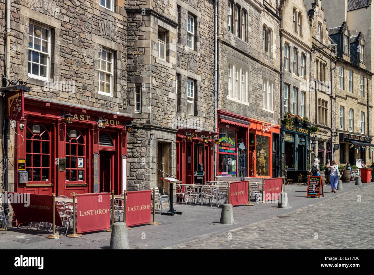 Pubs and shops of the Grassmarket Edinburgh - Stock Image