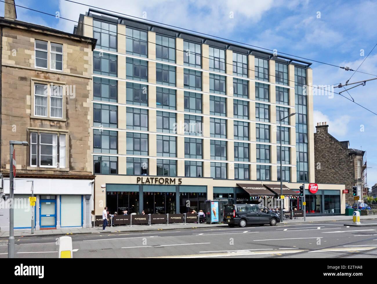 Tune Hotel Haymarket with Platform 5 pub restaurant opposite Haymarket Railway Station in Clifton Terrace Edinburgh - Stock Image