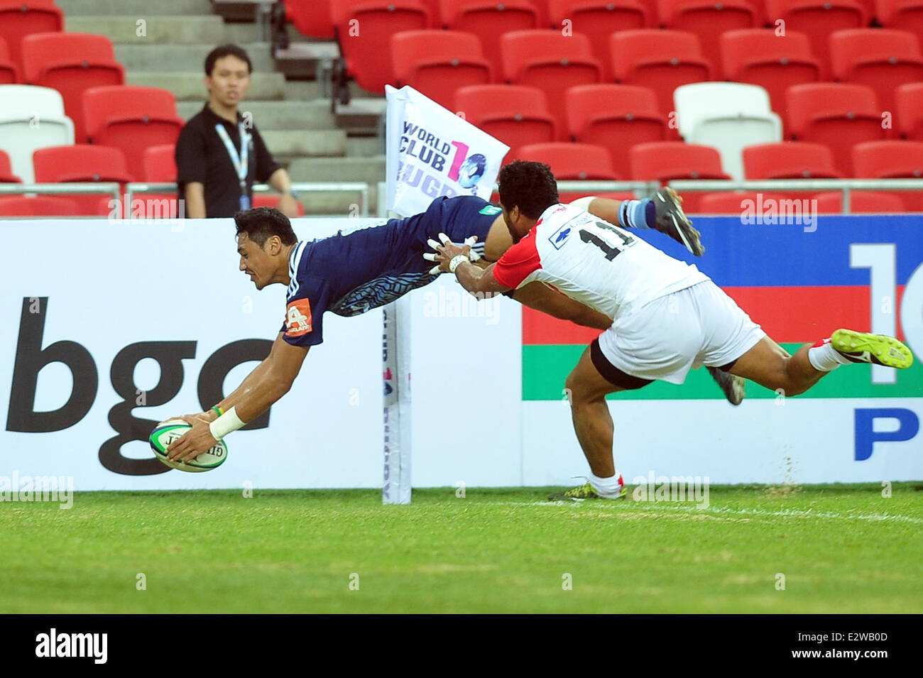 Singapore. 21st June, 2014. Players compete during a match at the Rugby World Cup 10s held in Singapore's National - Stock Image