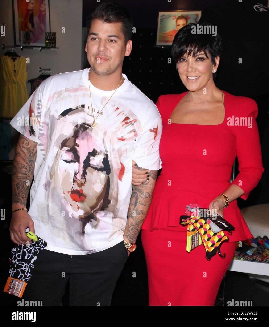 Bedwelming Rob Kardashian and his mother promote 'Arthur George by Robert @OD02