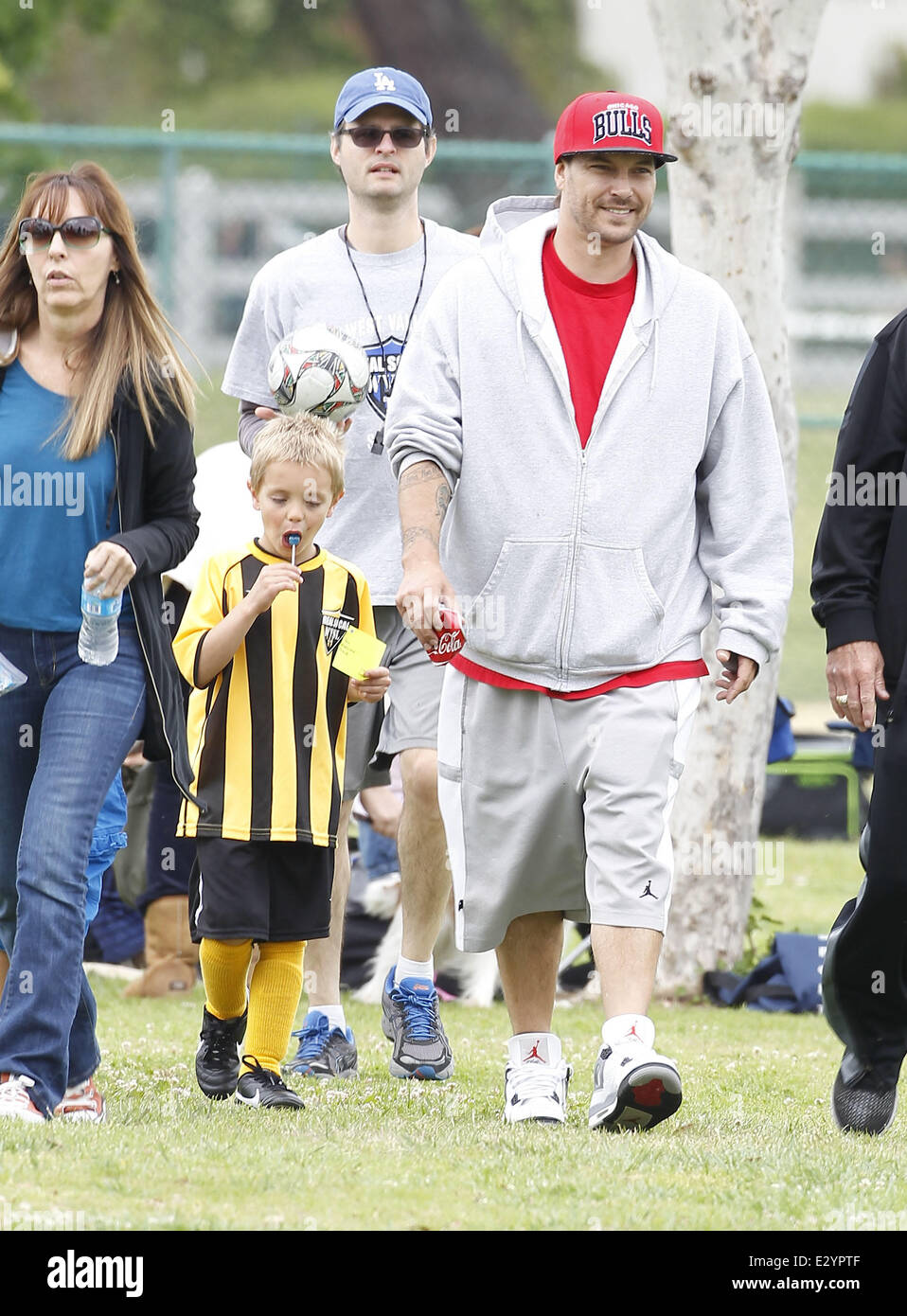 Britney Spears At Her Children S Soccer Game With Her Father And Stock Photo Alamy