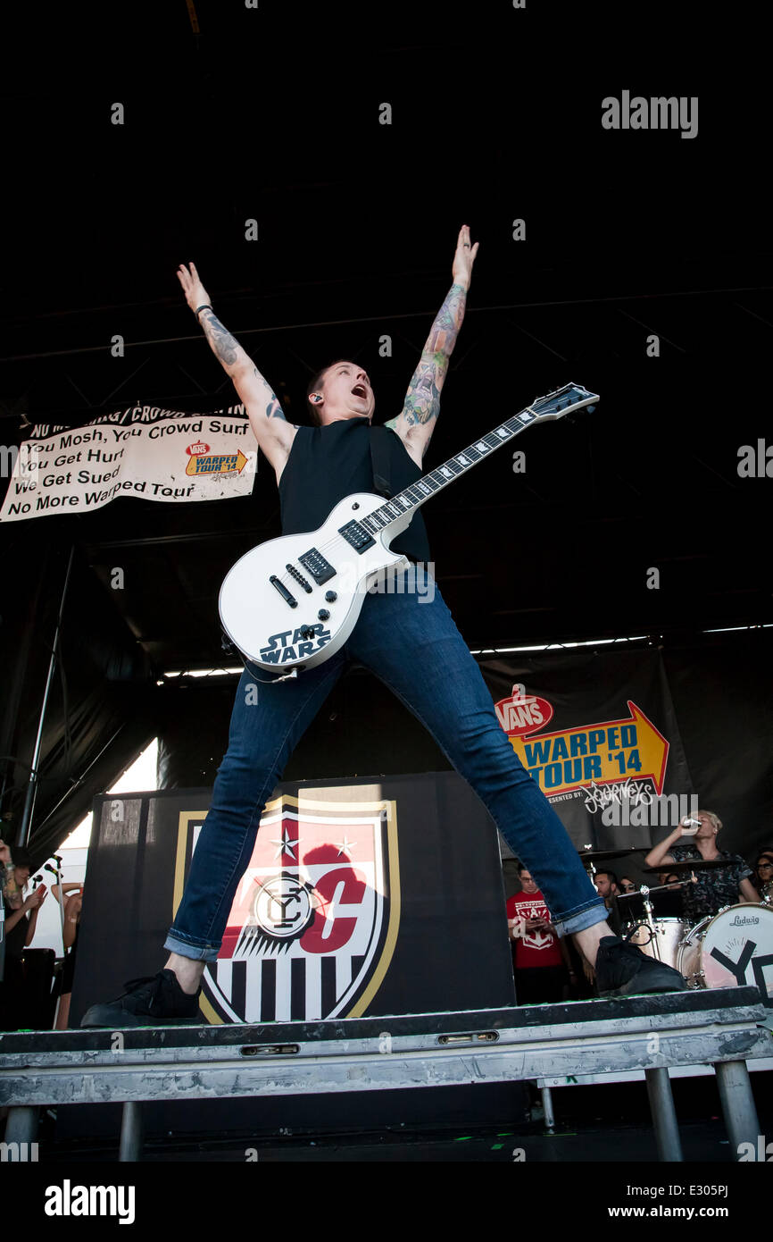 Pomona, CA, USA. 20th June, 2014. Yellowcard performs at the Vans Warped Tour. Thousands of young alternative music - Stock Image