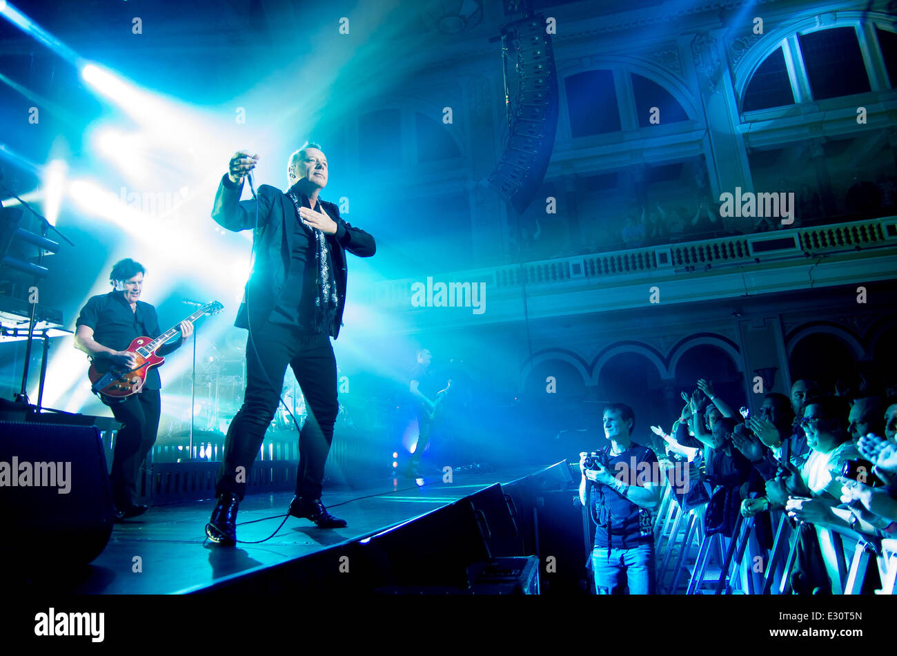 Simple Minds perform at Hull City Hall  Featuring: Jim Kerr,Charlie Burchill Where: Hull, East Yorkshire, United - Stock Image