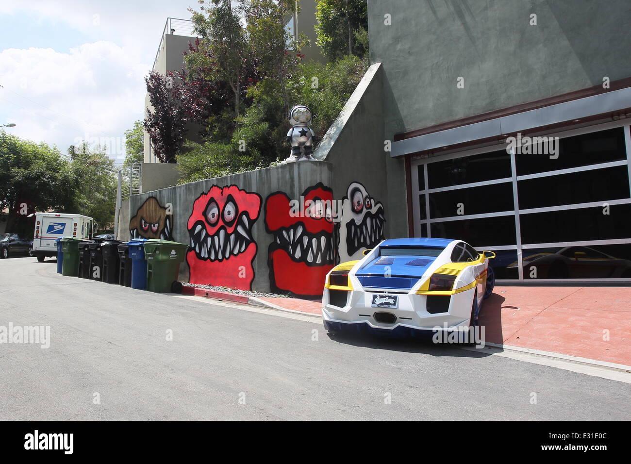 Chris Brown Graffiti Stock Photos & Chris Brown Graffiti