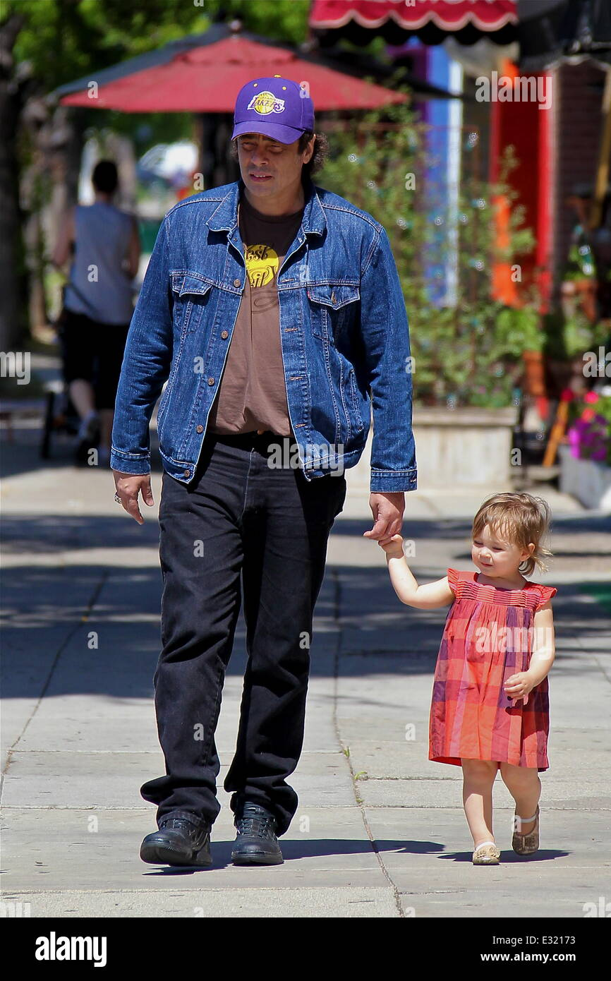 Benicio Del Toro Takes His Daughter Delilah Del Toro For A Walk Stock Photo Alamy