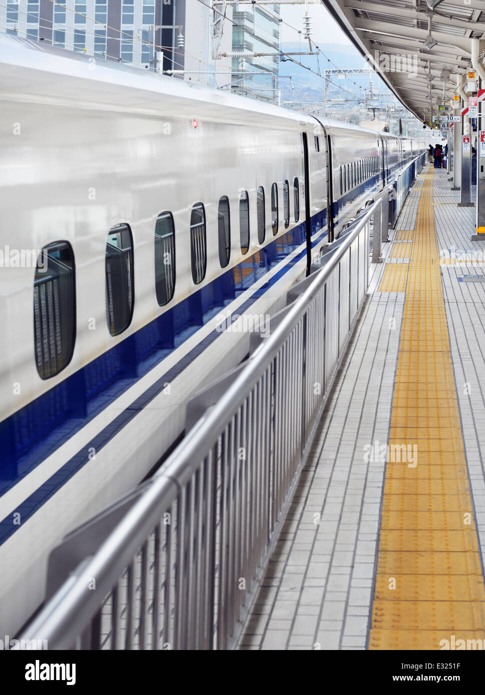 Shinkansen bullet train at a platform in Shizuoka, Japan - Stock Image