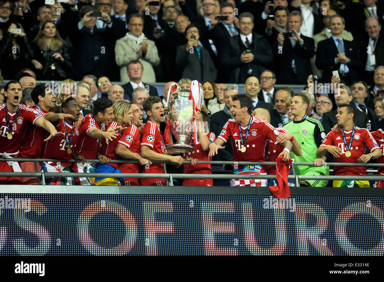 The 2013 uefa champions league final at wembley stadium between fc the 2013 uefa champions league final at wembley stadium between fc bayern munich and borussia dortmund featuring fc bayern munich where london voltagebd Choice Image