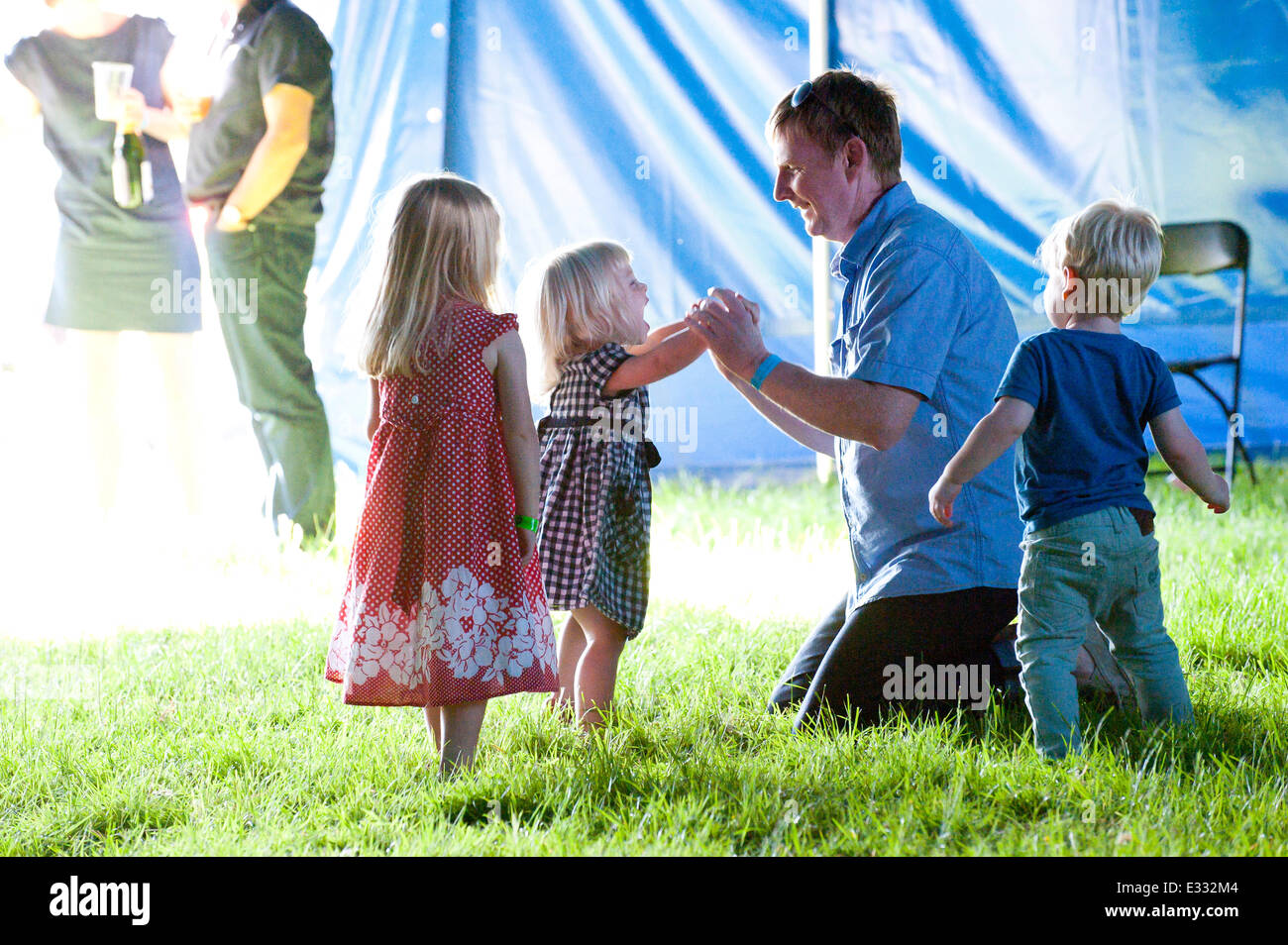 Llandeilo, Carmarthenshire. UK. 21st June,2014. Families enjoy themselves in the cool of The Rhys Stage tent where - Stock Image