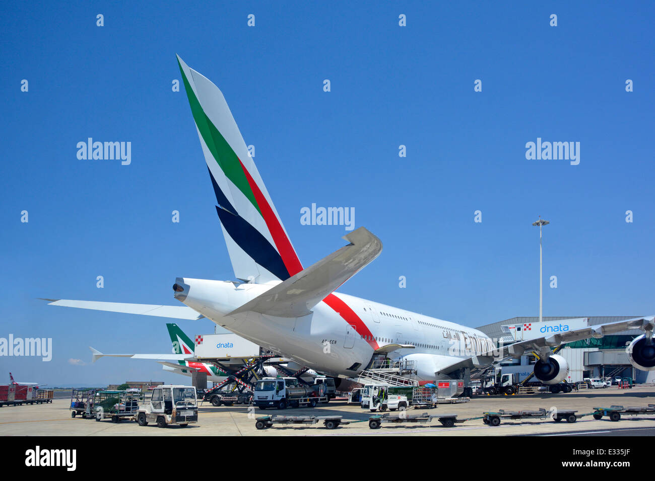 Emirates Airline Stock Photos & Emirates Airline Stock Images - Alamy