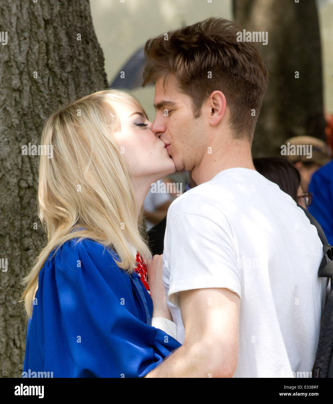 Wie is Andrew Garfield dating 2014