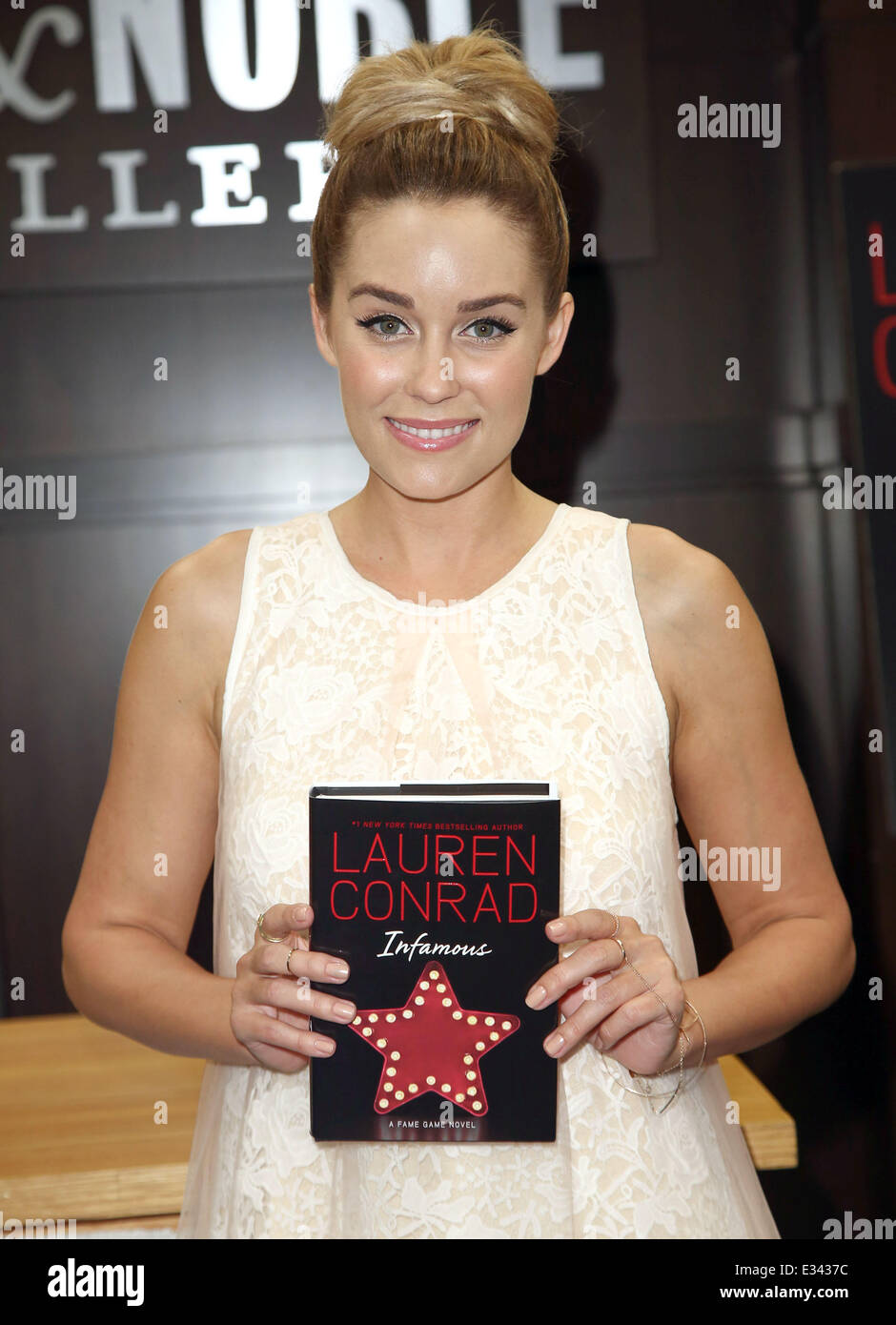 Lauren Conrad At Her Booksigning For Infamous At Barnes Noble At