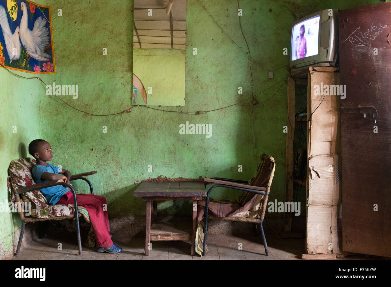 Boy watching TV. Afaf. Zege peninsula. Lake Tana. Northern Ethiopia. - Stock Image