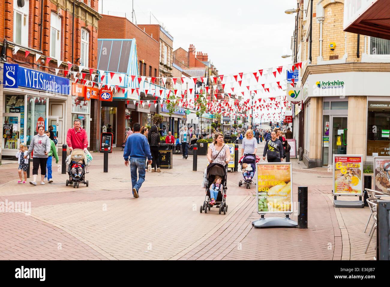 Shoppers in pedestrian precinct. Rhyl town center, Denbighshire, Great Britain. - Stock Image