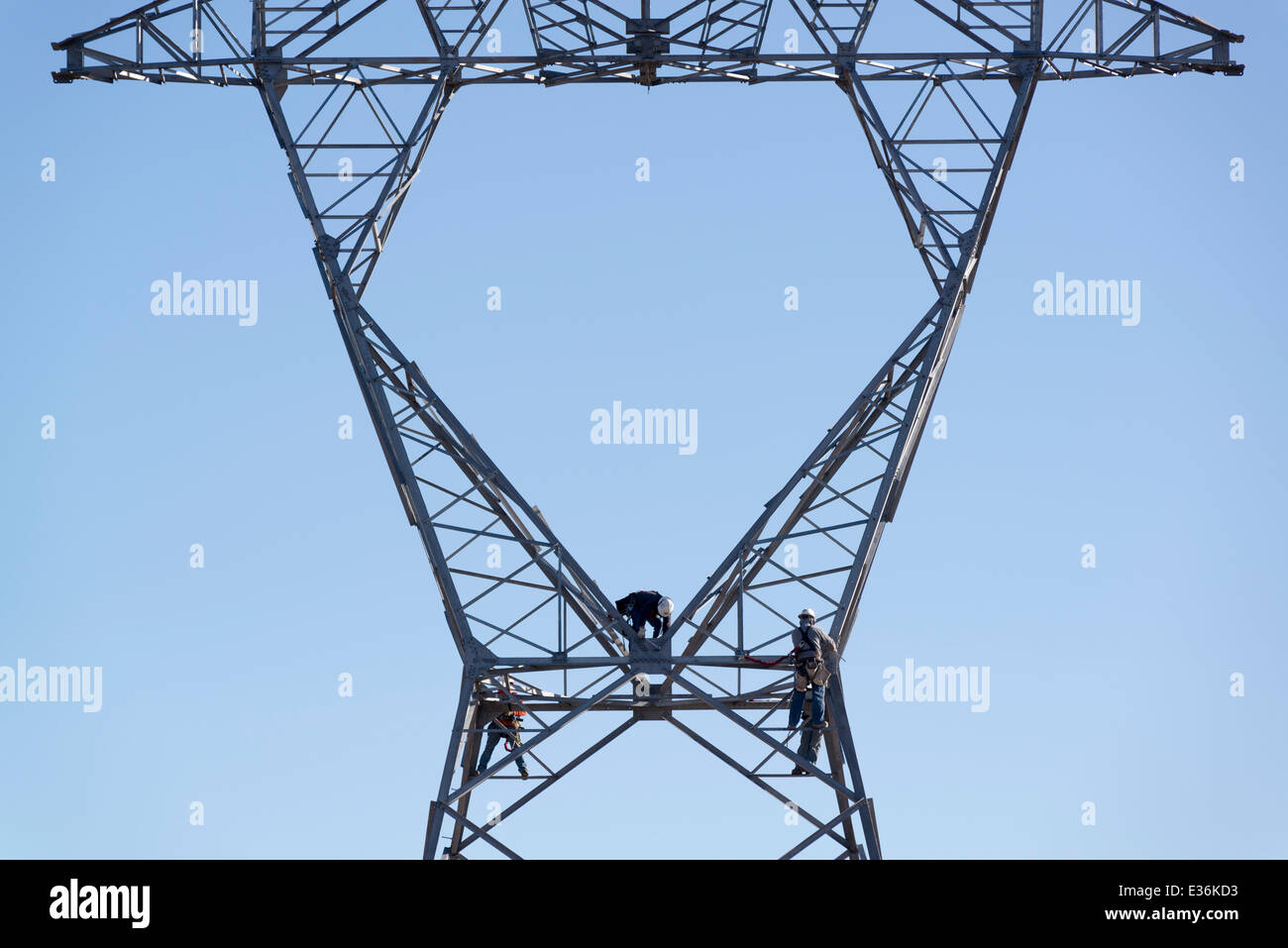 Construction crew assembling electricity transmission tower in Utah. - Stock Image